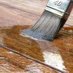 Dlaczego warto pielęgnować drewno za pomocą lakierobejcy?